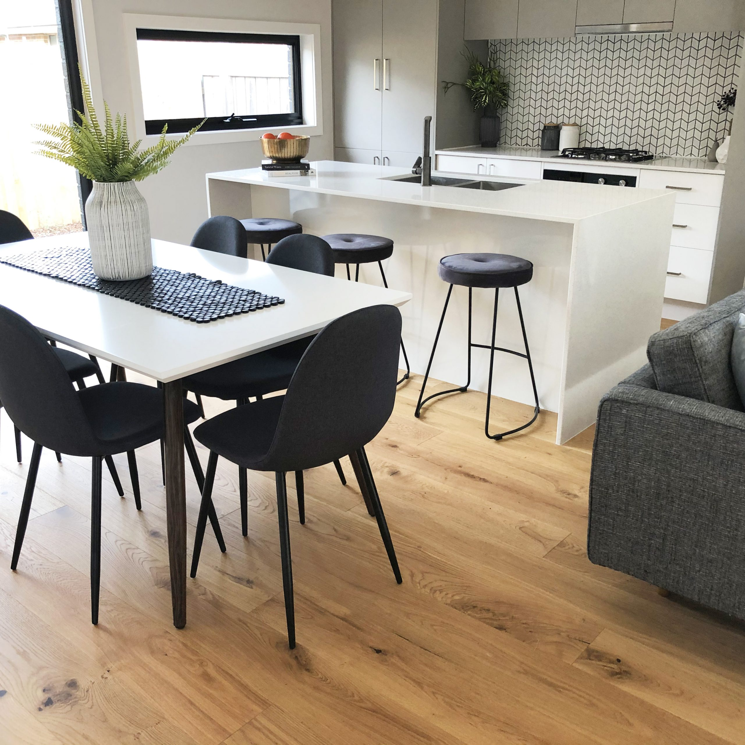 Contemporary dining space - Melbourne Home Staging - Leeder Interiors